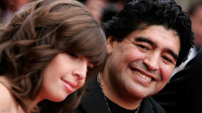نجم كورة قدم مشهور يطالب بسجن زوجته وبناته (والسبب)