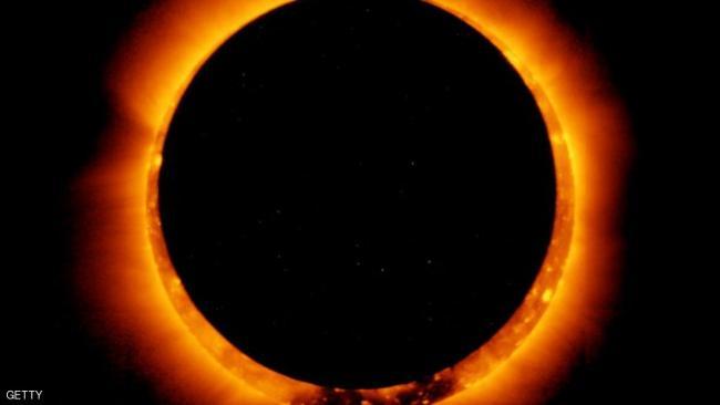 أول كسوف للشمس حيث ستحدث ولادة ولادة قمر جديد يلقي بظله على الأرض.