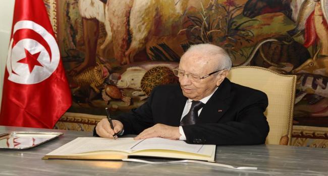 وطني: كتبه الباجي قائد السبسي التعازي بسفارة فرنسا img.jpg
