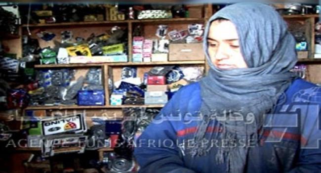 وطني: إيمان الذيب، امرأة تونسية تقتحم مهنة إصلاح الدرّاجات img.jpg